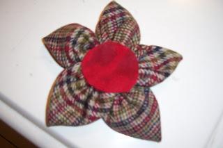 Πως να φτιάξετε καρφίτσα Λουλούδι απο την Ριρή 100_2093