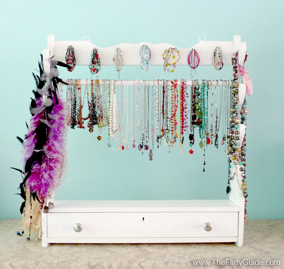ideas to display jewelry at a garage sale - I Found The Place Formerly The Flirty Blog DIY Recycled