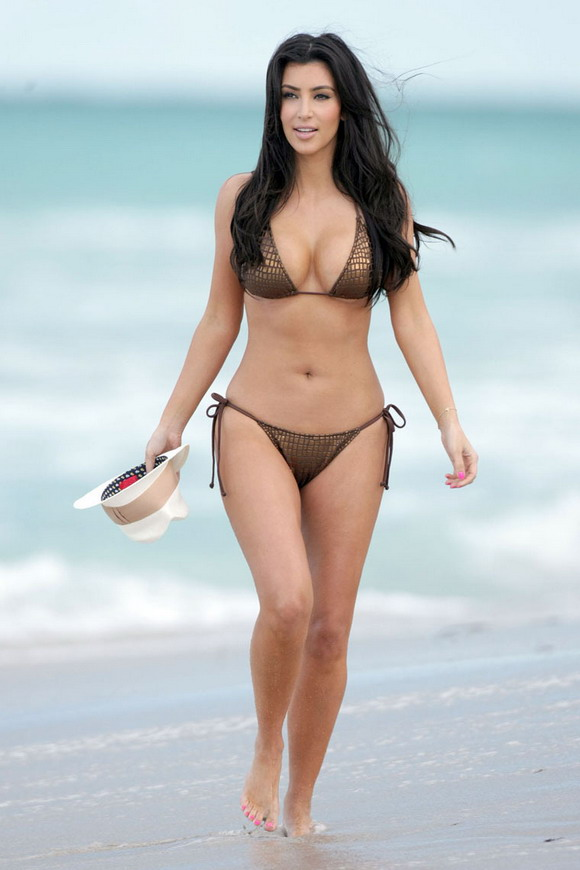 Life West Coast: Kim Kardashian Loves Being in a Bikini!!