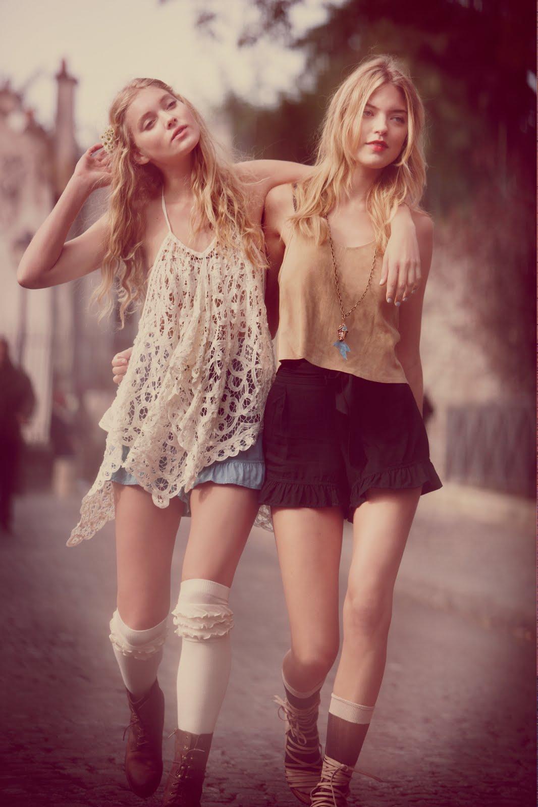 Фото двух девушек вместе 12 фотография