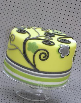 Moderne Torte mit Streifen