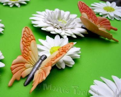Schmetterlinge aus Blütenpaste
