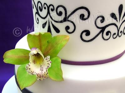 Orchideen auf Hochzeitstorte