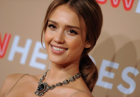 jessica alba no clothes