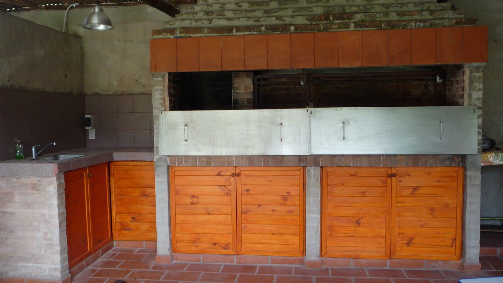 Diego lasso maderas puertas de parrilla y bajo mesada for Parrilla para la casa