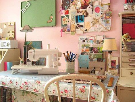 [quaint+handmade+room]