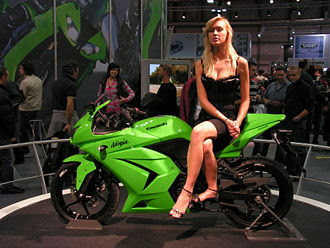 kawasaki ninja 250r with girl