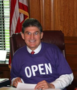 Ladies & Gentlemen...career politician, JOE MANCHIN!!
