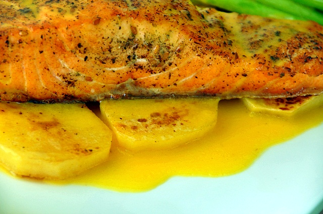 how to cook salmon fillet with skin in a pan