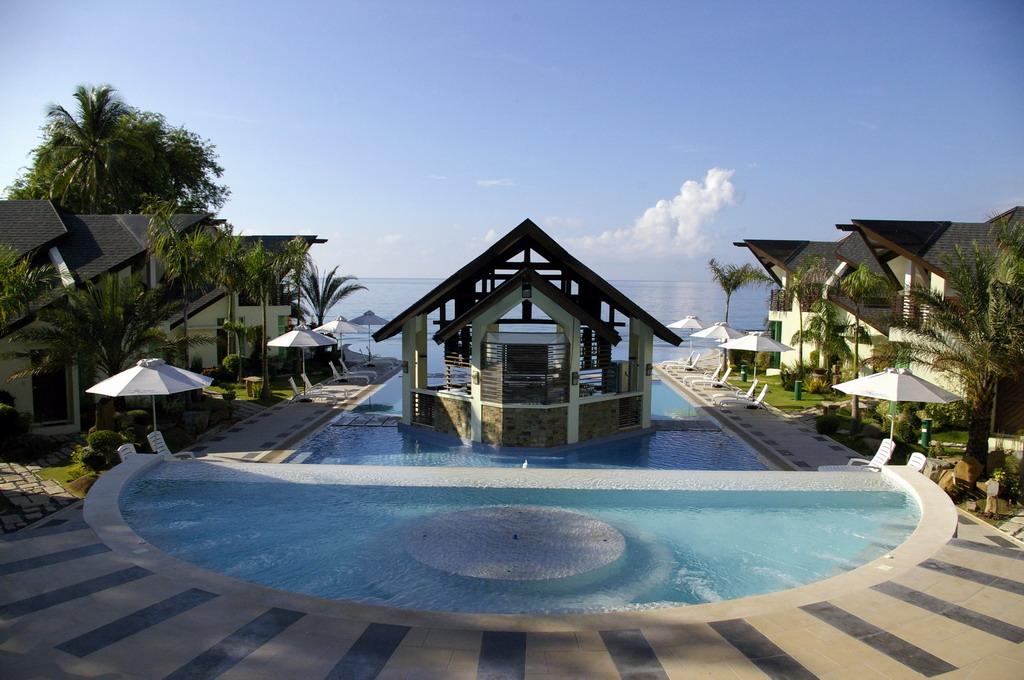 Acuatico Beach Resort Amp