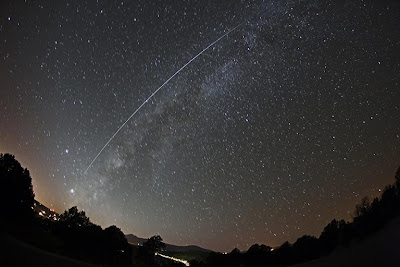 Can I see the ISS from the surface with the naked eye?