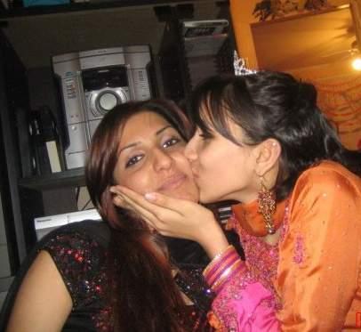 pakistani sexy punjabi girl kissing in car № 308061