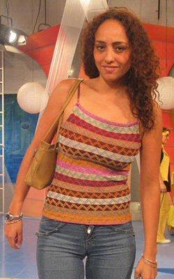 Sara Manrique con cabello suelto