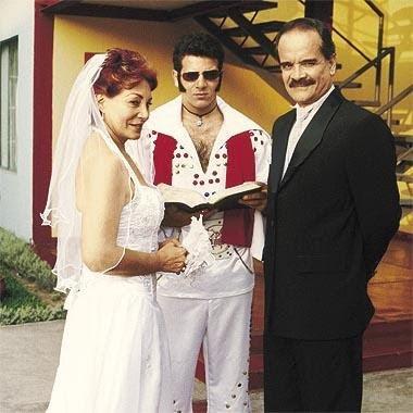 Foto de Teddy Guzmán con vestido de novia