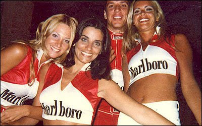 Laura Borlini c on sus amigas anfitrionas