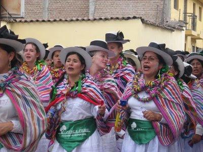 Mujeres extranjeras también se suman al Carnaval de Ayacucho