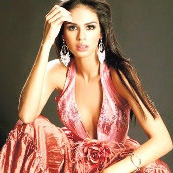 Laura Elena Zuñiga posando para sus fans
