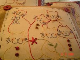 Almofada família de gatos (em detalhe)