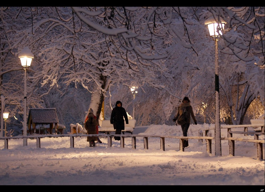 http://4.bp.blogspot.com/_gryhjOm1-tE/TQkuFf7ZTgI/AAAAAAAAADM/Wttv_0Z72RE/s1600/snow%2Bparis.jpg