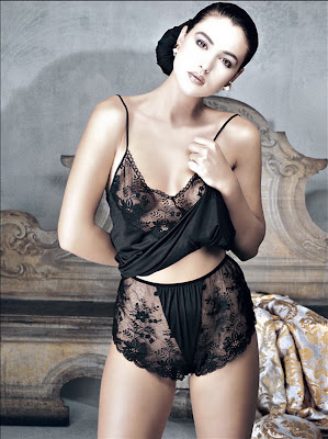 Monica Bellucci Lingerie Pics