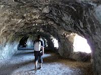マンドリン洞窟のトンネル