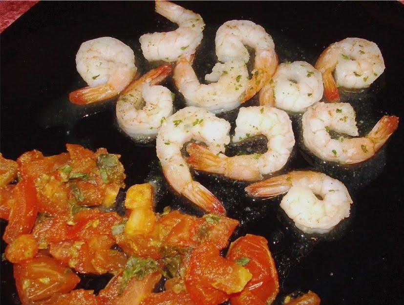 24/7 Low Carb Diner: Garlic Shrimp and Basil Tomatoes
