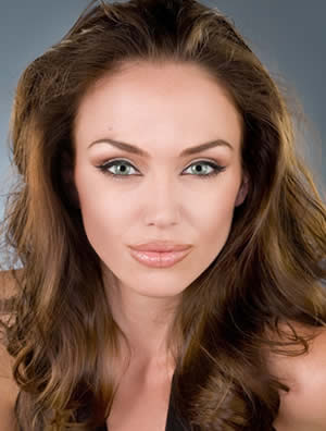 [Angelina+Jolie+look-alike.jpg]