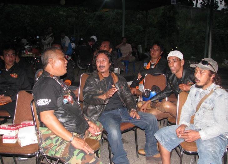 Mbah Djo ama rekan CB Bali, Pak De dan Abah ngobrolin apa ya, essssstt ingin tahu ajak