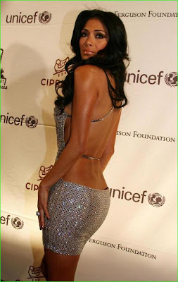 Nicole Scherzinger Of The Pussycat Dolls Flaunt Her Backless Dress To Reveal Her Thong