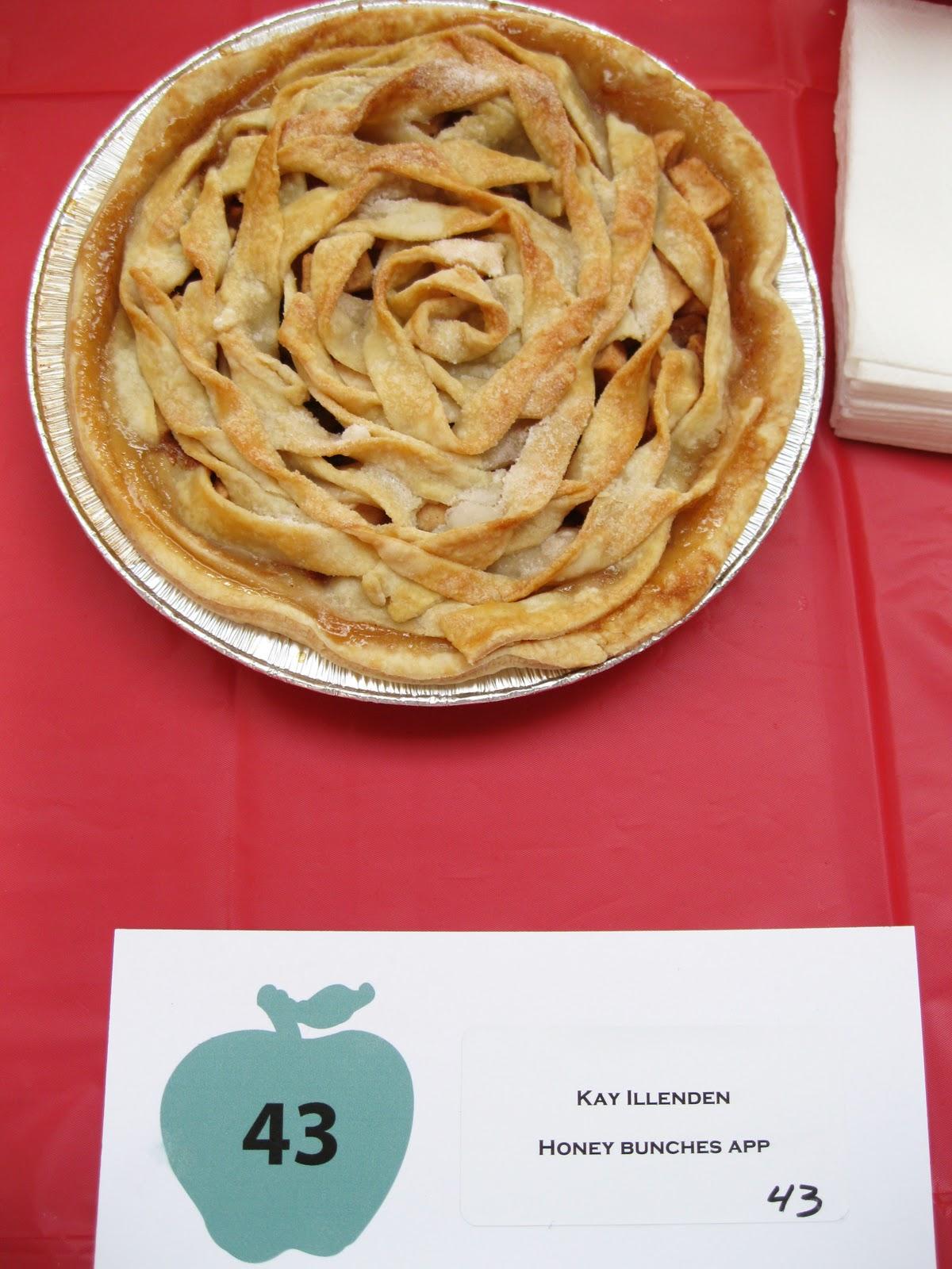 Baked bucktown apple pie contest for Apple pie decoration