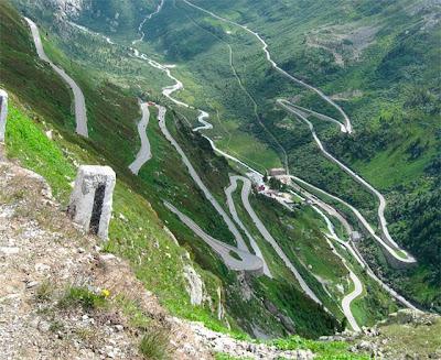Jalan-Jalan Teraneh dan Terunik di Dunia