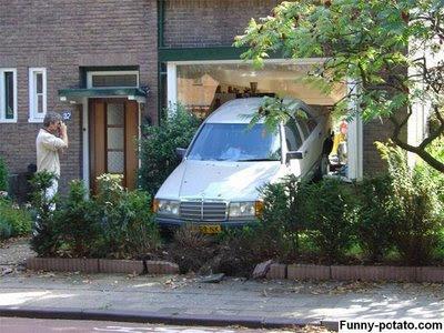 Garasi Parkir Mobil Penuh