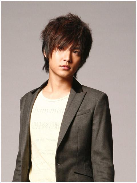 Nah, berikut beberapa foto model rambut pria terbaru 2011 buat kamu