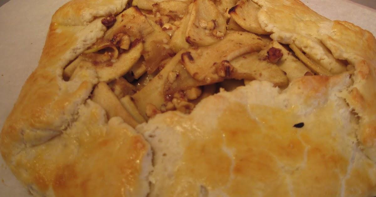 Cooking in the Kudzu Kitchen: Apple, Walnut, and Gorgonzola Crostata