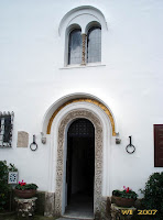 The main door of Villa San Michele