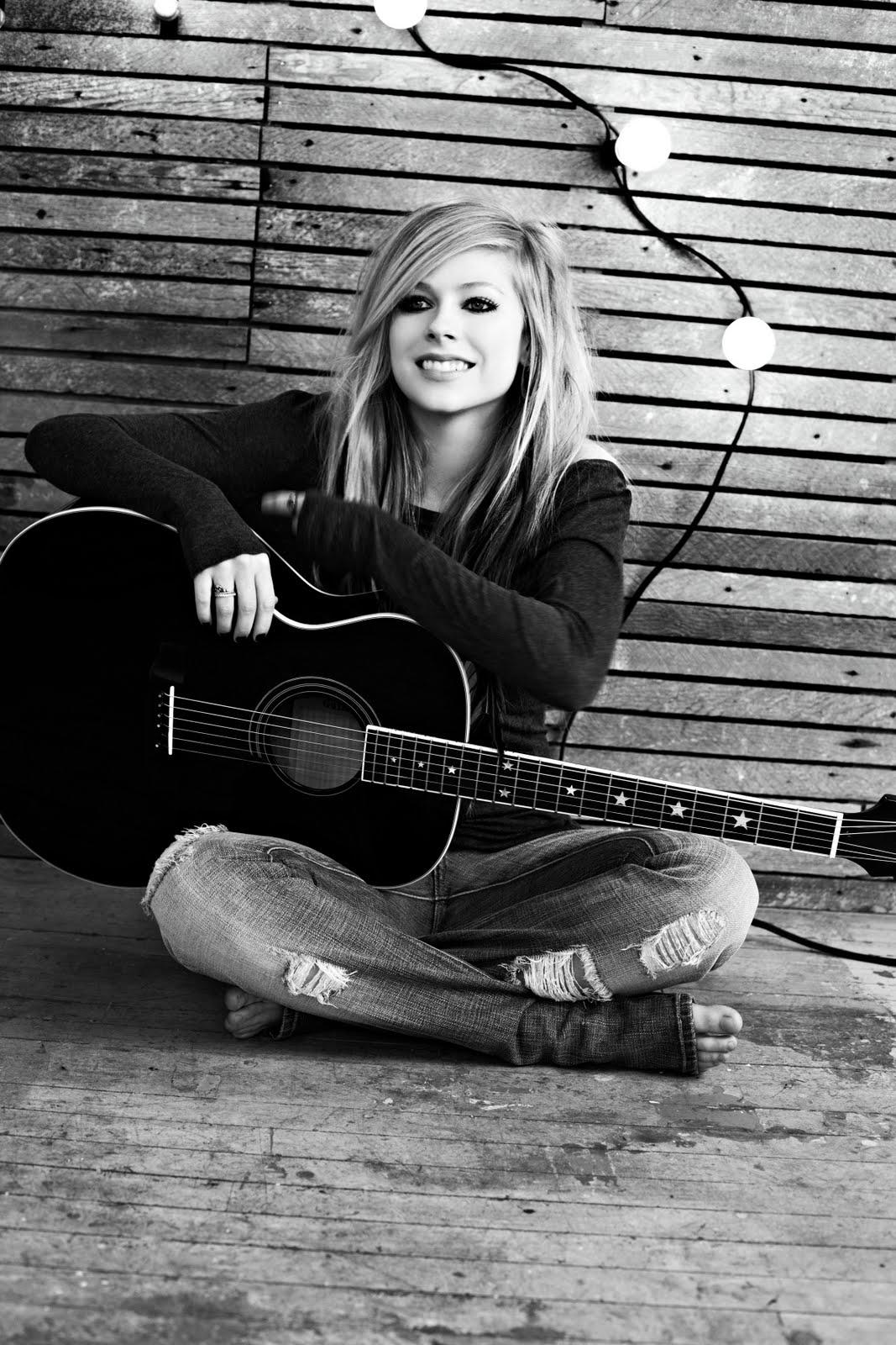 http://4.bp.blogspot.com/_h37maYhp3NE/TRzIB73G7fI/AAAAAAAAEv4/o5hZx-JMHEo/s1600/Avril-Lavigne-Goodbye-Lullaby-01.jpg