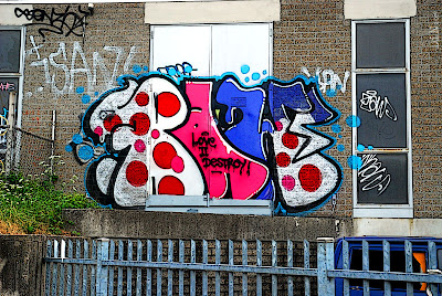 love 2 destroy; ©Dreaming in Neon 2007