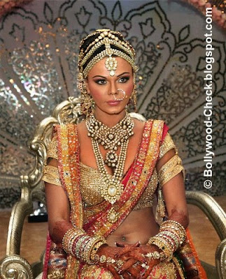 For more Rakhi without makeup pics visit my other blog: Rakhi Sawant without