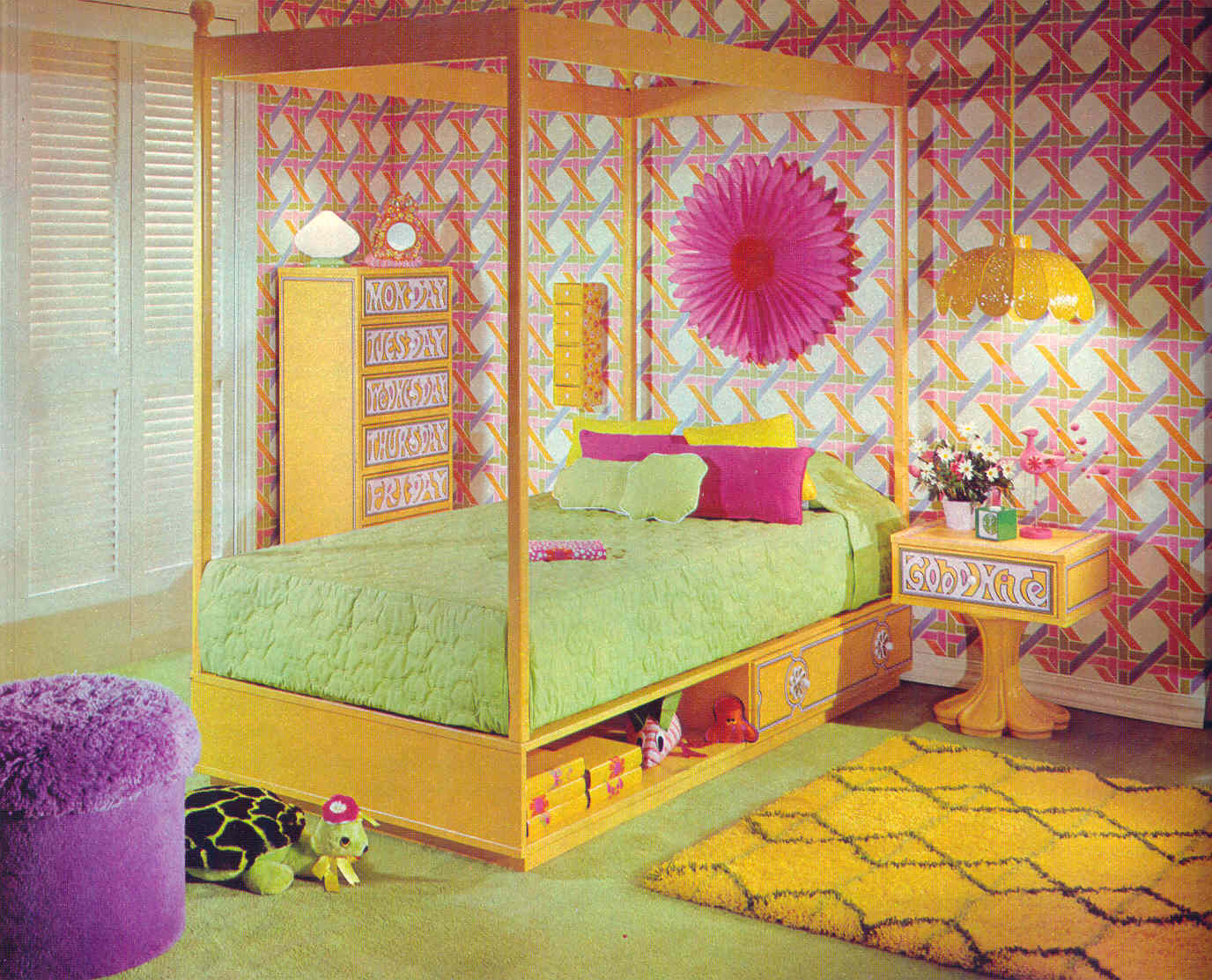Gold country girls bright and colorful 70 39 s bedrooms for Retro dekoration