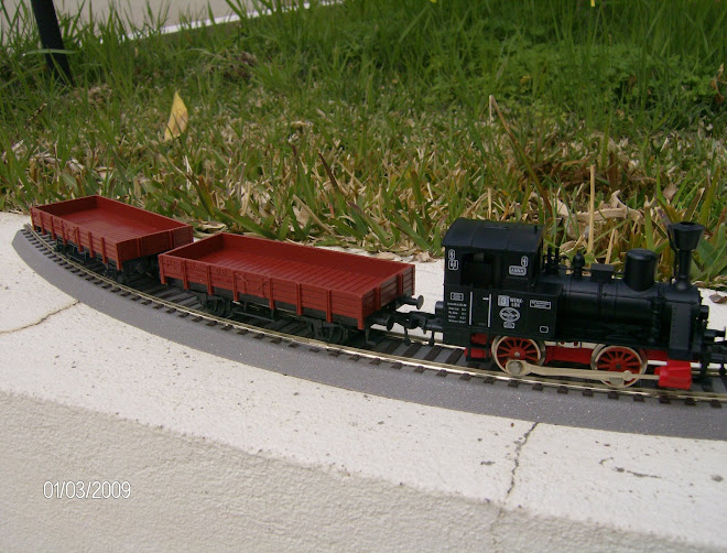 Tank Locomotive - Fleischmann e 2 low sided Wagons tpo X 82 da DB