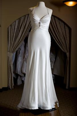 Destination weddings which destination wedding gown for Wedding dress large bust small waist