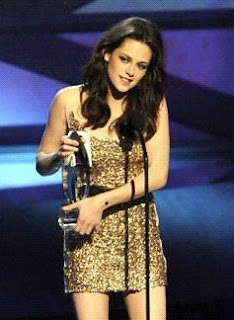 Kristen Stewart Peoplechoice Awards on Look  Kristen Stewart S Hairstyle At The 2011 People S Choice Awards