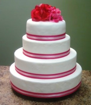 wedding cakes with ribbon decorate