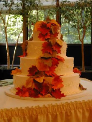 autumn wedding cakes with leaves