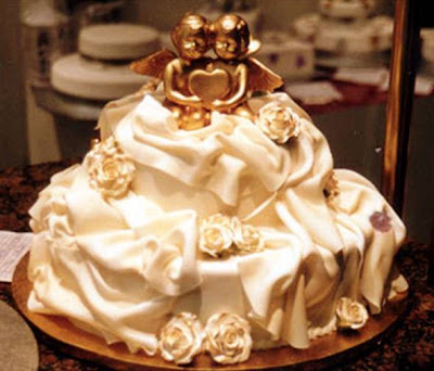 golf wedding dress from wedding cake