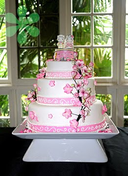 hello kitty wedding cake with flowers