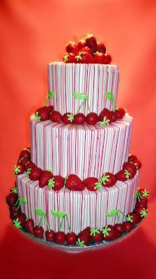 wedding cake decoration with strawberry