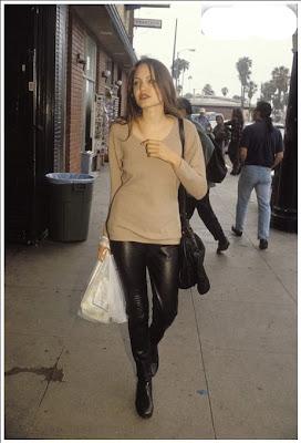 Foto Seksi Angelina Jolie Saat Masih ABG Cantik Banget !!!