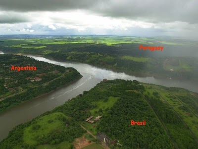 http://4.bp.blogspot.com/_h97zEan_PLI/TOaaxsWaOeI/AAAAAAAACDI/a5eo-CsQoNo/s1600/sungai-parana-unikboss-1.jpg