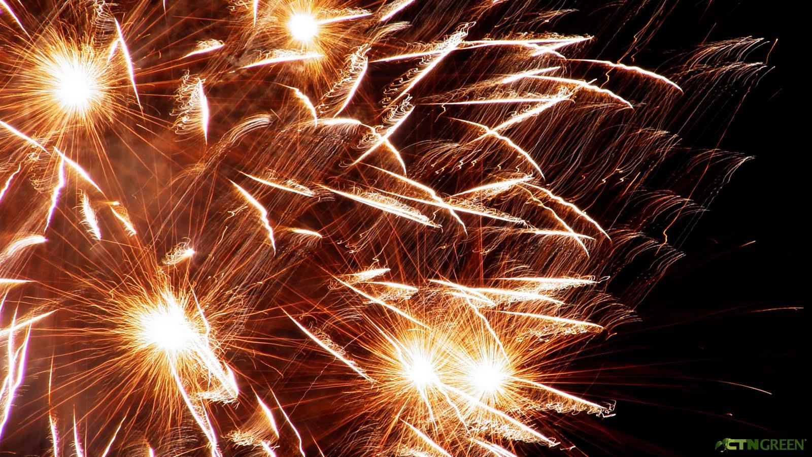 http://4.bp.blogspot.com/_h9MIntbuZnA/TC35EKu4niI/AAAAAAAAAII/DtkVb6Vu0kA/s1600/ctngreen-wallpaper-fireworks3.jpg